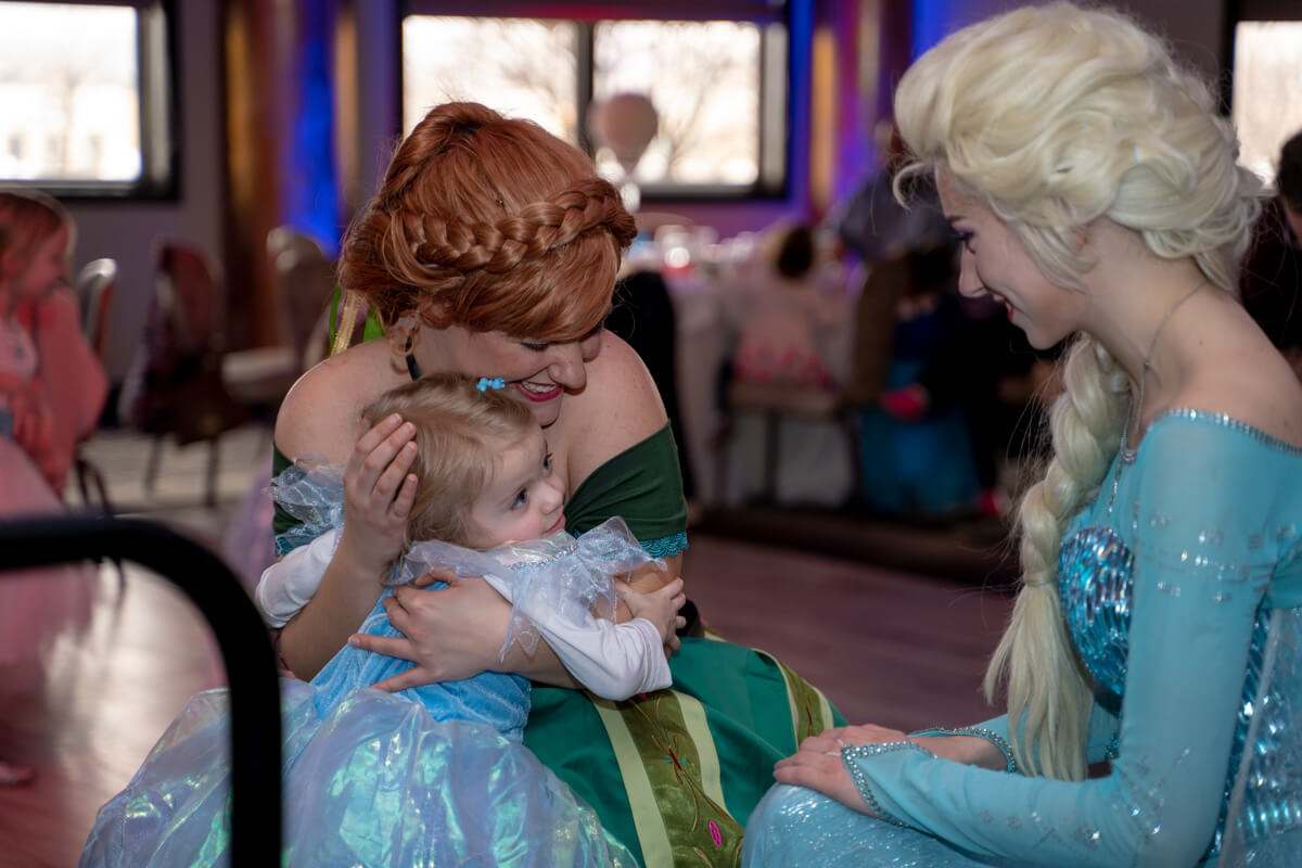 Elsa and Anna cuddling
