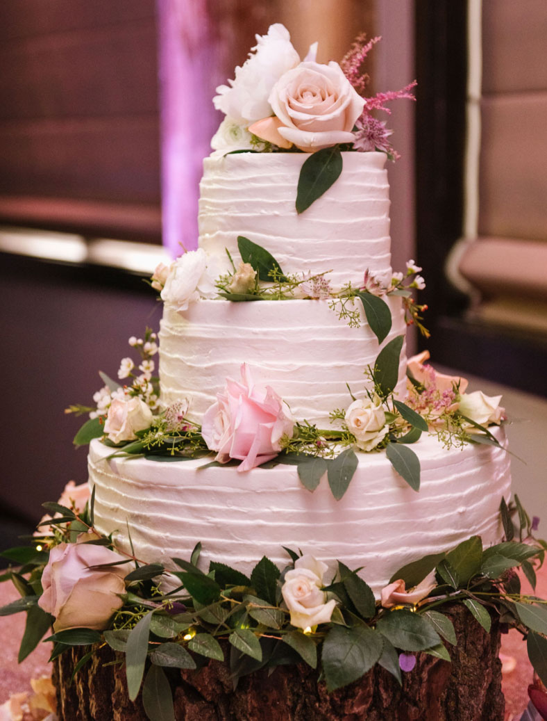 Kim's wedding cakes baked in Rockford, Illinois